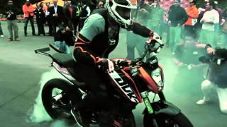 getlinkyoutube.com-Rok Bagoros in Mexico City with the KTM 200 Duke