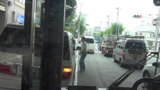 getlinkyoutube.com-迷惑路肩駐車の自家用車、路線バスに強烈クラクション鳴らされる 【川崎市バス】
