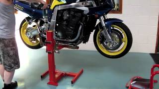 getlinkyoutube.com-Suzuki GSXR 1100 On The EazyRizer Red Motorcycle Lift