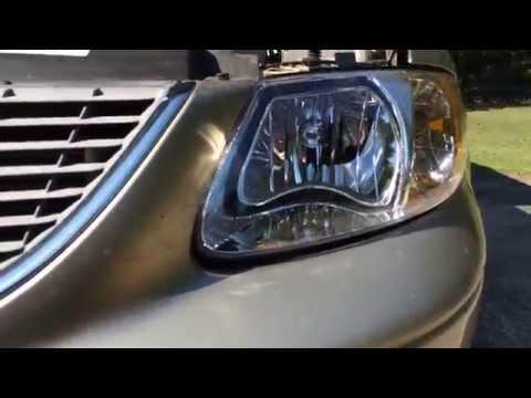 Меняем фары на Chrysler Town & Country 2002.