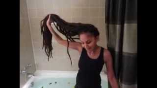 getlinkyoutube.com-Washing Long DreadLocks ACV
