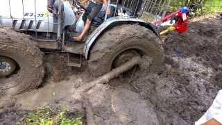 getlinkyoutube.com-Tractor enterrado