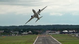 getlinkyoutube.com-🇶🇦 Impressive Qatar  Airways Boeing 787 Dreamliner Flying Over Farnborough.