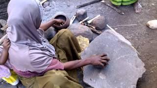 Pembuatan jagung titi di pulau Lembata NTT