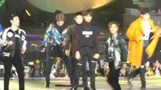 getlinkyoutube.com-[Fancam]151202 XIUMIN FOCUS Call me baby+ lightsaber + Drop that + Love me right @MAMA