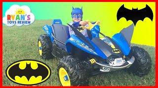 getlinkyoutube.com-BATMAN BATMOBILE Power Wheels Batman 12V Dune Racer Powered Ride On Car for Kids Unboxing and Riding