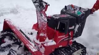 getlinkyoutube.com-ホンダのハイブリッド除雪機を使った雪かきのデモ