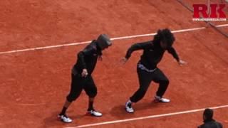getlinkyoutube.com-Les twins - démonstration de danse @ Roland-Garros 2016