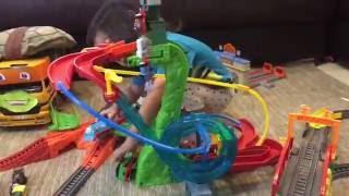 getlinkyoutube.com-Thomas and Friends Minis Motorized Raceway New 2016 Toy Trains Review Cranky & James