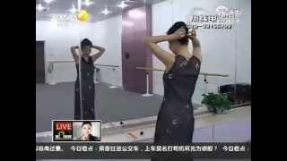 getlinkyoutube.com-Li Menglu has 1.9 meters long hair