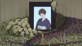 getlinkyoutube.com-お千代さんと最後の別れ 歌手仲間ら参列