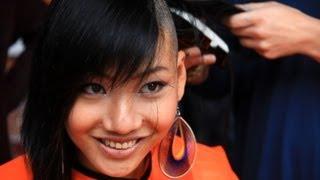 getlinkyoutube.com-Minh's story - World's Greatest Shave 2013 @ Curtin