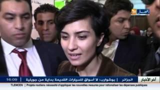 """getlinkyoutube.com-الممثلة التركية توبا بيوكستون في زيارة إلى مصلحة مرضى السرطان بمستشفى """"بارني"""""""