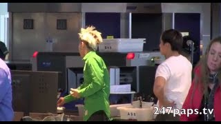 getlinkyoutube.com-Big Bang getting Checked at JFK Airport in New York City (FanCam 2) (121112)