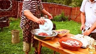 getlinkyoutube.com-Carnati la topor - reteta Bucovina