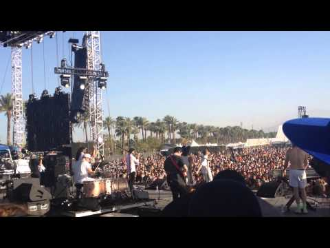 Blood Orange ft Despot - Clipped On @ Coachella 2014