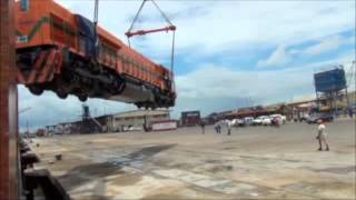 getlinkyoutube.com-EMD GT46C-ACe Locomotive Dropped on Delivery