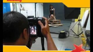 getlinkyoutube.com-Sesi Pemotretan Roro Fitria dikantor Tabloid Bintang Indonesia
