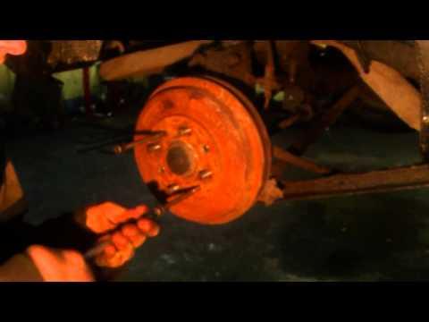 Снять застрявший тормозной барабан(легко)