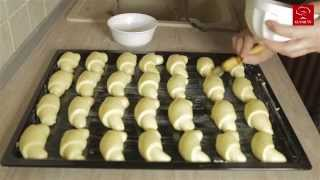 getlinkyoutube.com-Kiflice sa sirom - Rolls With Cheese - Kuvar.TV