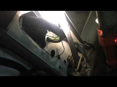 Установка задних колонок Toyota Corolla/Fielder 120 кузов