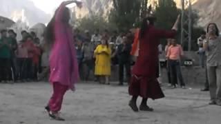 getlinkyoutube.com-Tajik dance, Gulmit Pakistan 2012