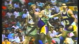 "getlinkyoutube.com-""Larry Bird, A Basketball Legend"" - ITA 3/3"
