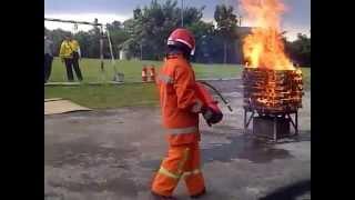 getlinkyoutube.com-cara penggunaan tabung apar,alat pemadam api,pemadam kebakaran,isi ulang tabung,refilling apar