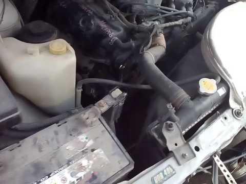Расположение натяжного ролика ремня генератора у Nissan Глория