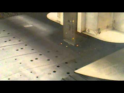 Maquina de corte a laser CNC-Adira. Operador Vinicius Lukas