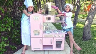 getlinkyoutube.com-Kidkraft Kids Toy Kitchen - Unboxing,Review and Pretend Cooking