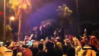 getlinkyoutube.com-حرق مقر محمد الجويهل من قبل محتجين