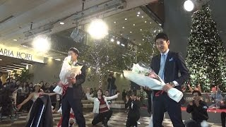 "getlinkyoutube.com-フラッシュモブ サプライズ ""福岡天神 ダブル プロポーズ"" One Direction ""Everything About You"" Flashmob Surprise Proposal"