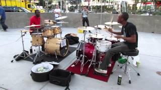 getlinkyoutube.com-Duelo de bateristas en el Strip de Las Vegas