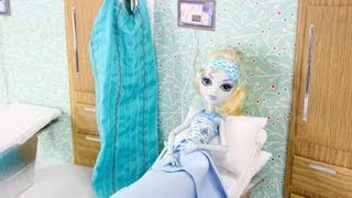 getlinkyoutube.com-How to Make a Doll Hospital Room - Doll Crafts