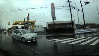 getlinkyoutube.com-突っ込んで きて 交差点内 で 止まる DQN アクア ドライブレコーダー