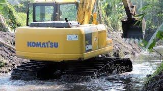 getlinkyoutube.com-Komatsu PC130F Swamp Excavator at Work