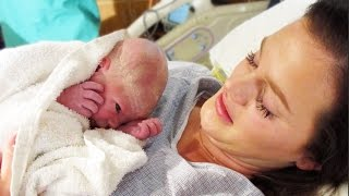 getlinkyoutube.com-Baby Birth Video / CLEAN