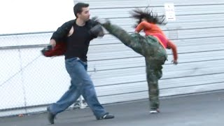 getlinkyoutube.com-Taekwondo Girl vs Boxing Guy Street Fight Scene