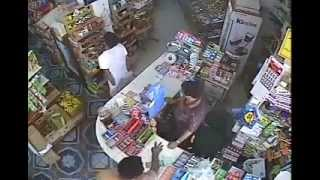 getlinkyoutube.com-Store Robbery in Jeddah, Saudi Arabia