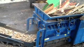 getlinkyoutube.com-Maquina trituradora trabajando con madera industrial