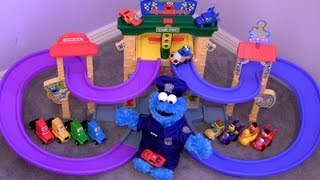 getlinkyoutube.com-Cookie Monster Speedway Sesame Street Disney Cars Lightning McQueen, Mack truck, Snot Rod Flames