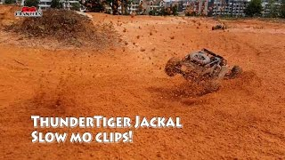 getlinkyoutube.com-Thunder Tiger JACKAL RC 1/10 Scale Electric 4WD RC Desert Buggy Offroad Slowmo fun!