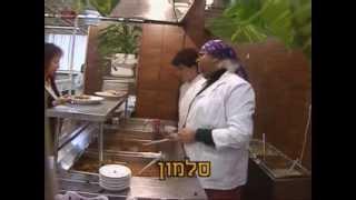 getlinkyoutube.com-יצפאן - עיראקית מחלקת מזון לעובדי הטלויזיה