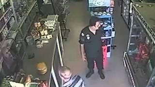 getlinkyoutube.com-فضيحة: عون أمن بوليس يقوم بسرقة عطرية 2016
