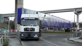 getlinkyoutube.com-Transporte especial de una viga metálica de 72 metros y 97 toneladas para la Tercera Ronda de Coruña
