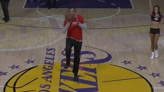 Vlade Divac nails half-court shot to win $90,000 for charity: Warriors at Lakers