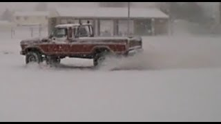 getlinkyoutube.com-Doing Donuts In a 1978 Ford Truck in the SNOW!