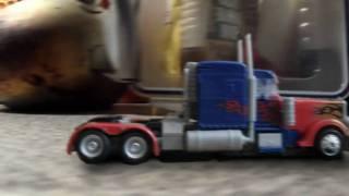 getlinkyoutube.com-Transformers: Revenge of the Fallen - Optimus Prime Enters Shanghai (Stop-Motion)