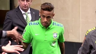 getlinkyoutube.com-Neymar NEW HAIRCUT and Brazilian football team in Paris